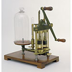 Air pump, twin barrels, table-top model (Inv. 3777)